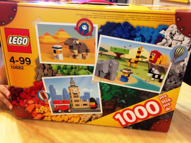 LEGO 10682 Bricks & More Creative Suitcase 02