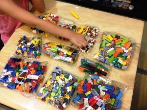 LEGO 10682 Bricks & More Creative Suitcase 07