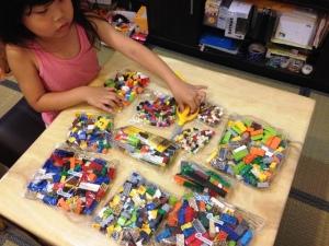 LEGO 10682 Bricks & More Creative Suitcase 08