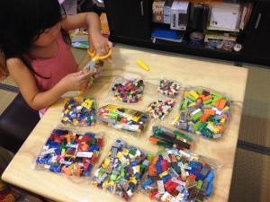 LEGO 10682 Bricks & More Creative Suitcase 09